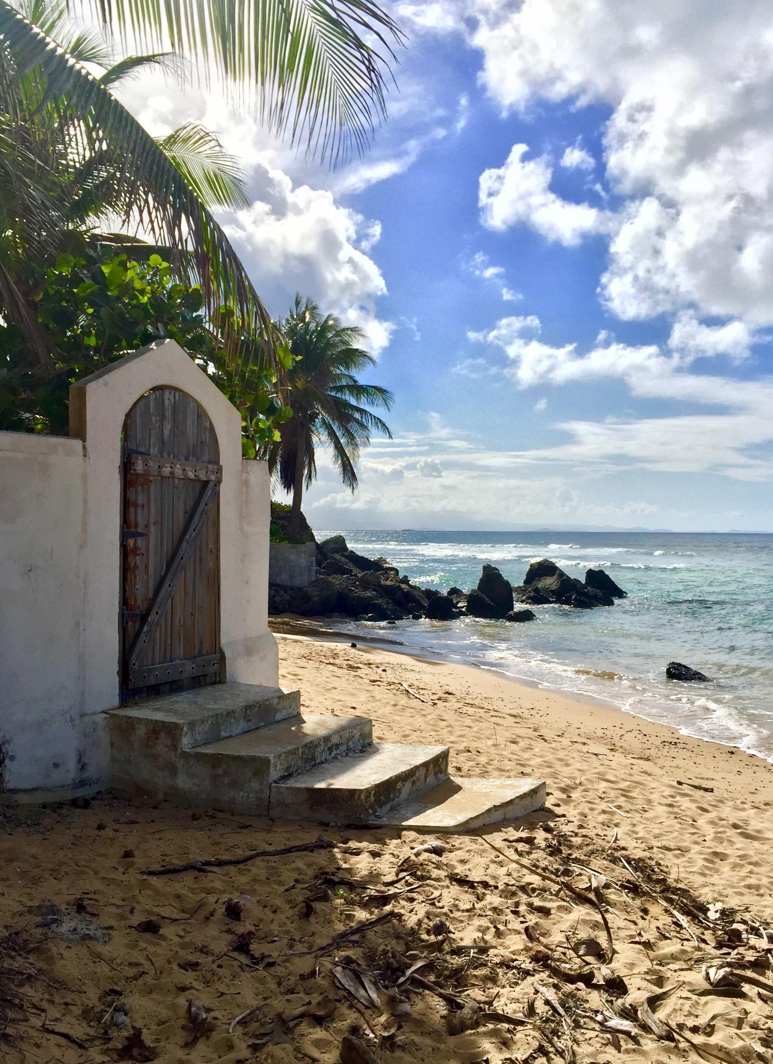 Los Cocos – Oceanfront