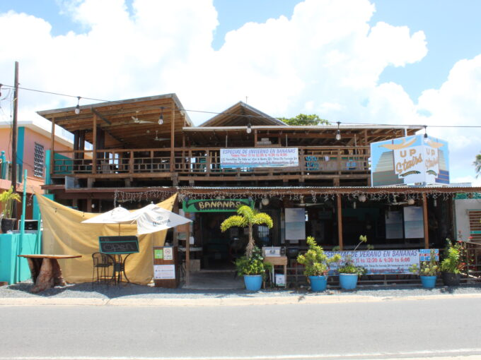 Bananas Beach Bar and Grill – Guesthouse